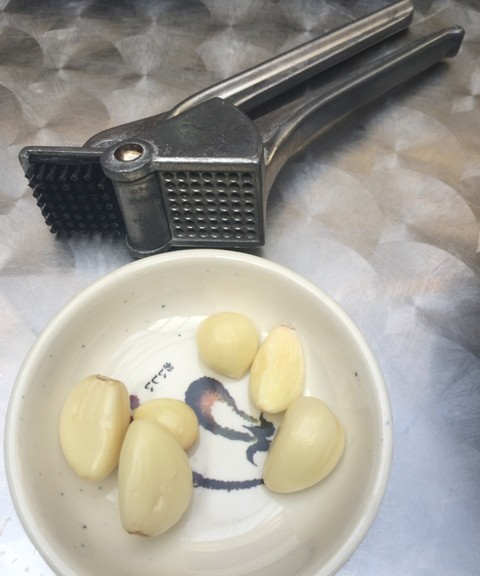 FRESH GARLIC WITH PRESS